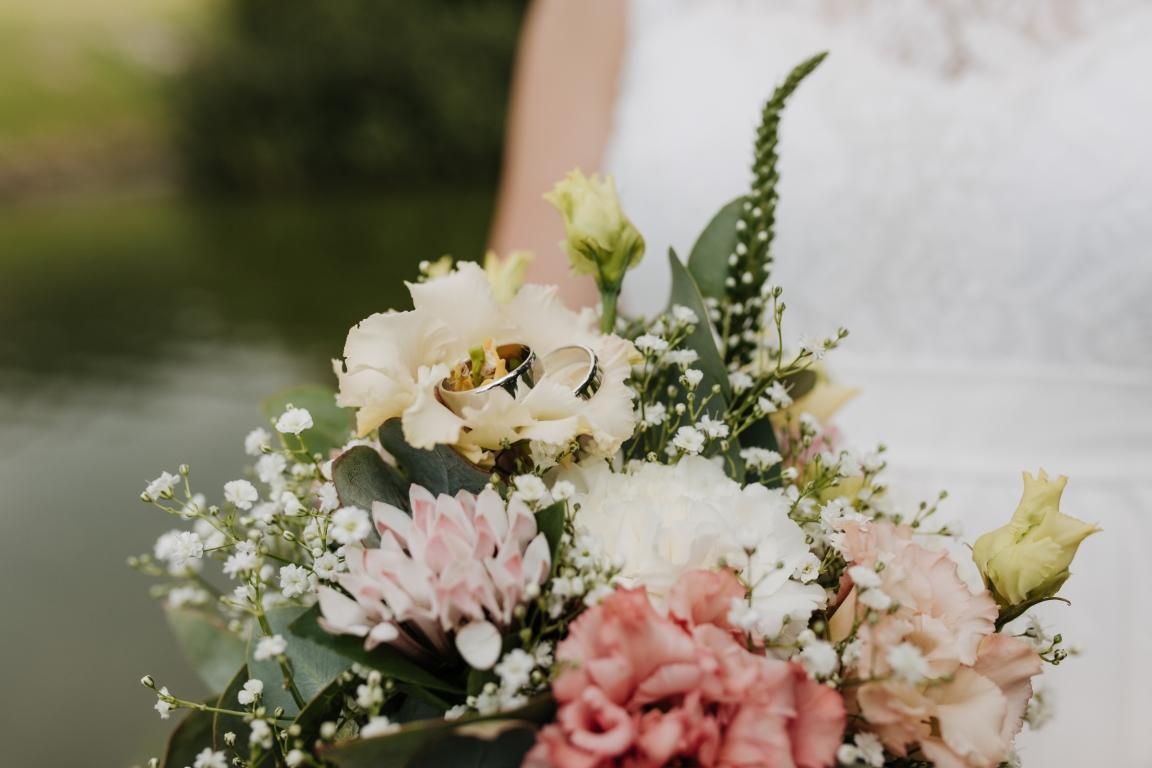 Brautstrauß und Ringe standesamtliche Trauung